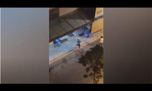 CLIP: Hỗn chiến gây náo loạn ở quận 12, nhiều tiếng nổ giống tiếng súng