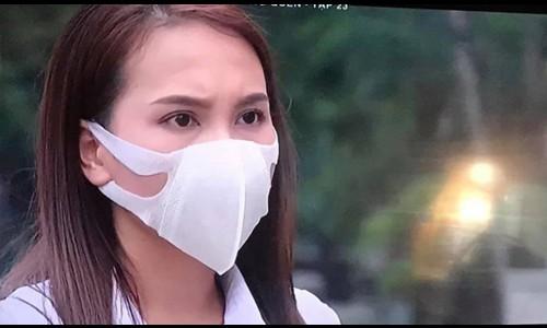 Bảo Thanh giải thích vì đeo khẩu trang sai cách trên phim