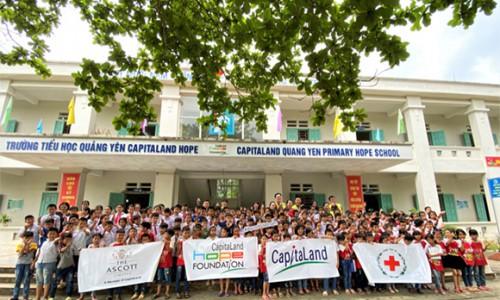 CapitaLand trao tặng bộ chăm sóc sức khỏe phòng chống COVID-19 cho 4 trường CapitaLand Hope tại Việt Nam