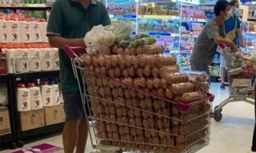 Siêu thị bác thông tin người đàn ông mua 1 xe trứng