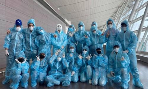 Lan Ngọc và dàn nghệ sĩ về Đà Nẵng sau chuyến đi Hàn Quốc