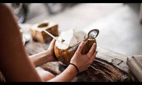 Chăm uống dừa tươi giúp bảo vệ da và sức khỏe mùa nắng nóng