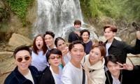 Trấn Thành bị góp ý khi đăng ảnh du lịch với nhóm bạn