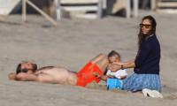 Jennifer Garner đi biển cùng Bradley Cooper