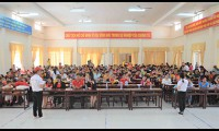 Generali Việt Nam tặng quà cho hơn 600 phụ huynh và các em thiếu nhi tại khu vực Đồng bằng Sông Cửu Long và Tây Nguyên