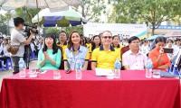Sun Life trao tặng 102 trụ bóng rổ và 510 quả bóng rổ cho 51 trường học trên cả nước