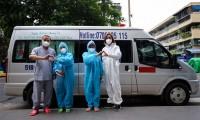 Việt Hương tặng 2 xe cho nhóm từ thiện mai táng