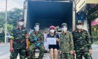 Việt Hương: 'Vợ chồng tôi không thể xoay xở nếu không có các chiến sĩ'